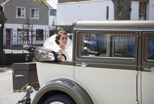 julie-cummins-real-wedding_vintage-wedding-car