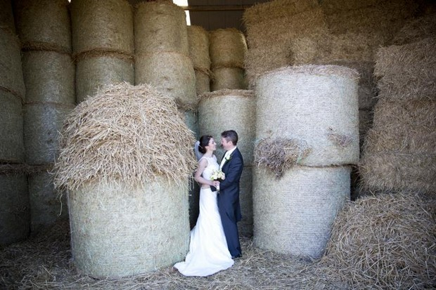 julie_cummins_real-wedding-hay_bales_photos_2