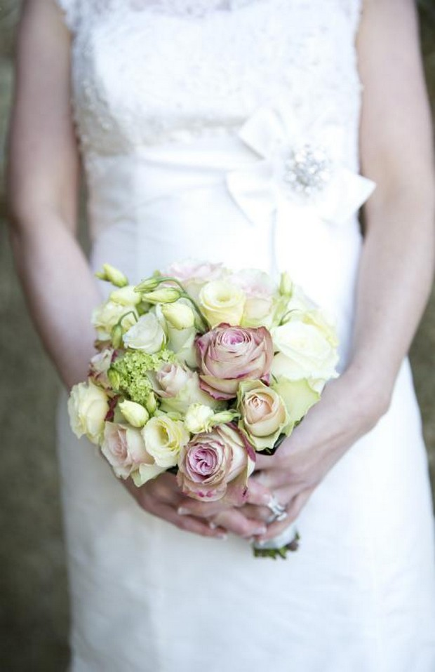 julie_cummins_real-wedding-pink_yellow_rose_bouquet