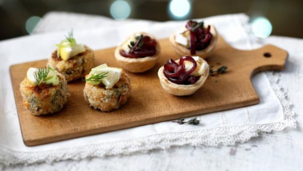 Party food fun finger food and canap s weddingsonline for Canape party menu