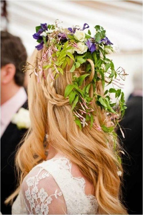 fresh-flower-hair-down-wedding-hairstyle