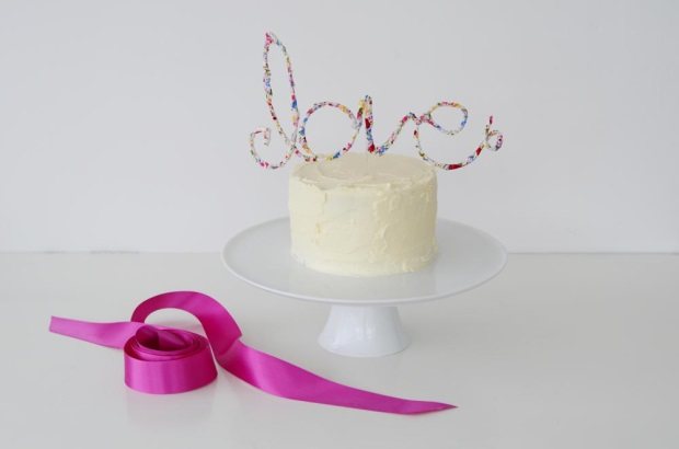 diy tutorial love cake topper weddingsonline