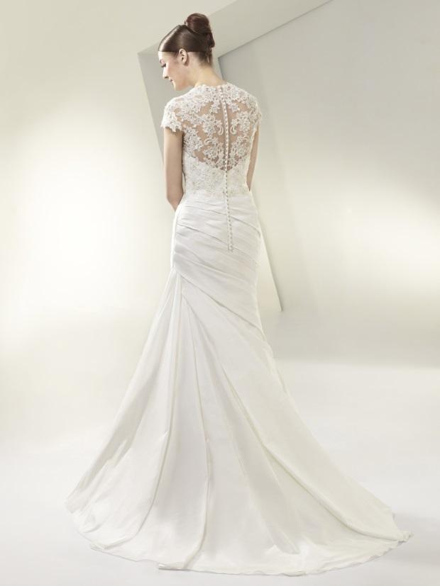 BT14-30_Detalle-espalda-encaje-vestido-de-novia-enzoani