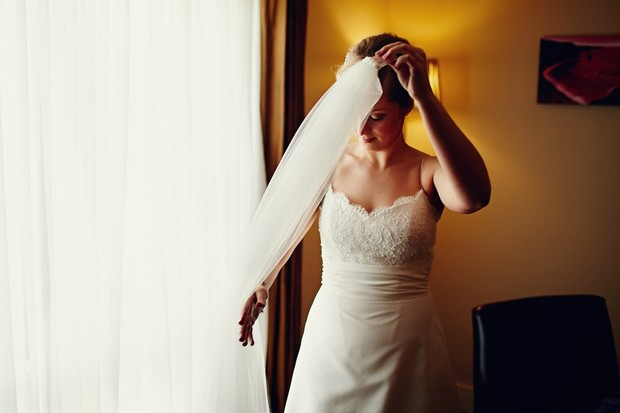 bride-putting-on-veil