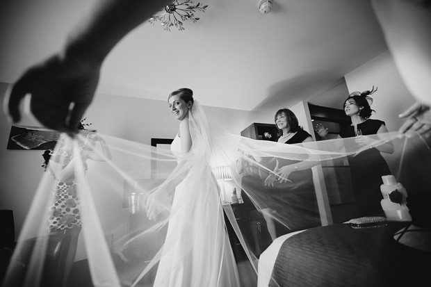 bride-wedding-veil-black-and-white