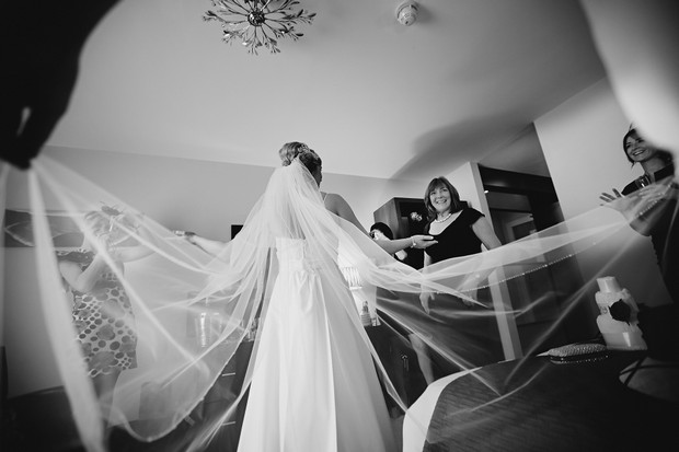 bride-wedding-veil-photo-big