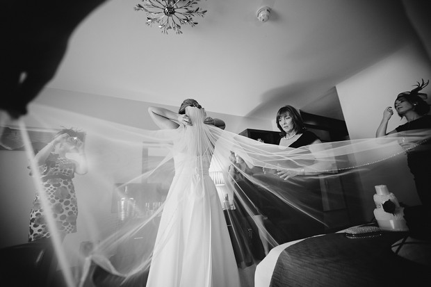 bride-wedding-veil-photo
