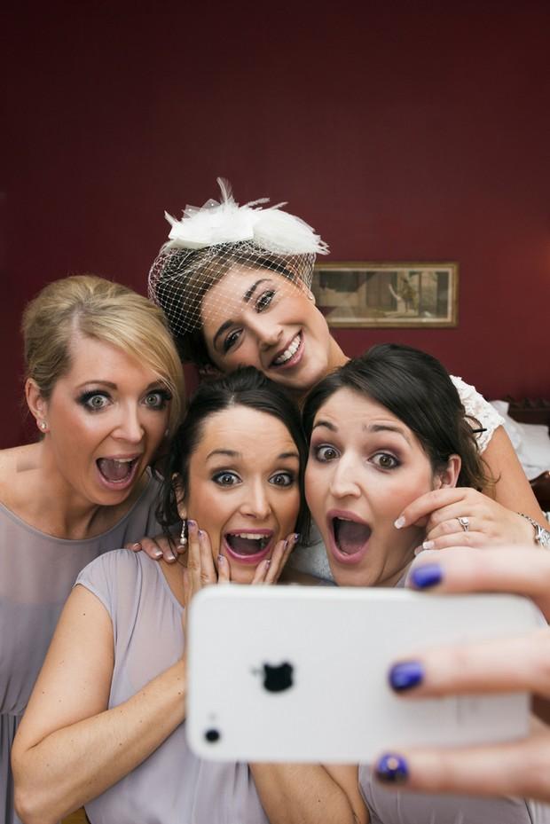 bride-bridesmaids-selfie