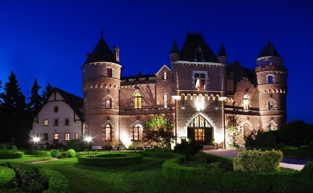 6 incredible places to stay on the honeymoon of a lifetime for Castles to stay in france