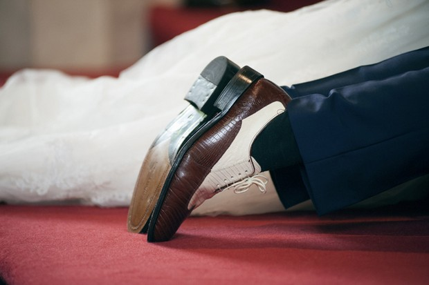 20s style wedding shoes groom