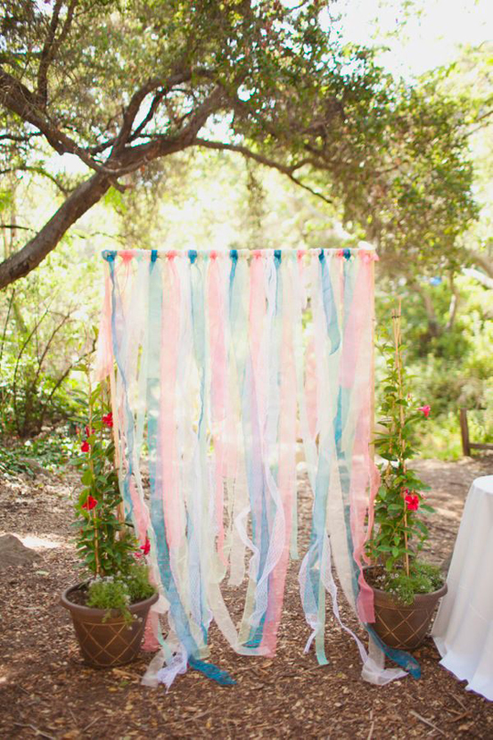 9 Sweet Ceremony Backdrops For Outdoor Weddings