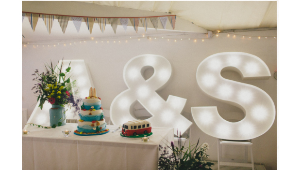 wedding-decoration-lovin-letters-lights (1)