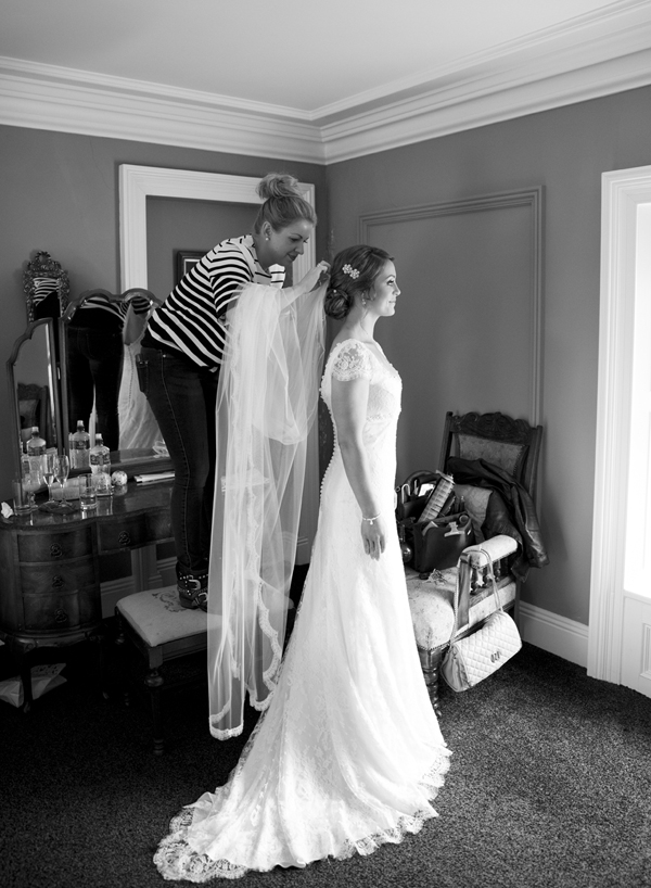 dressing the bride morning wedding