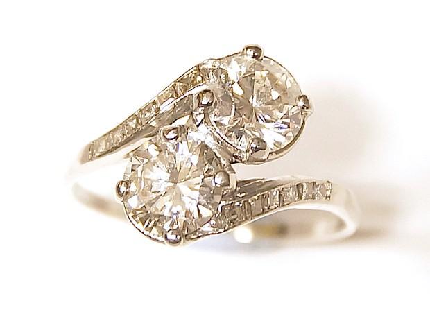 2-diamond-engagement-ring-carolclarke
