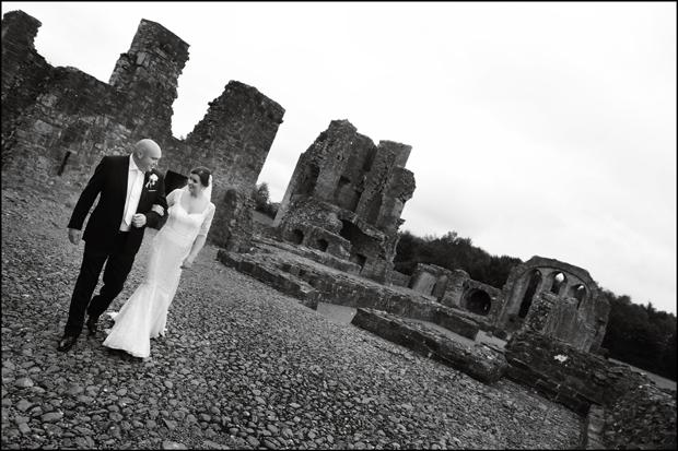 bride-groom-castle-ruins-trim-castle-wedding