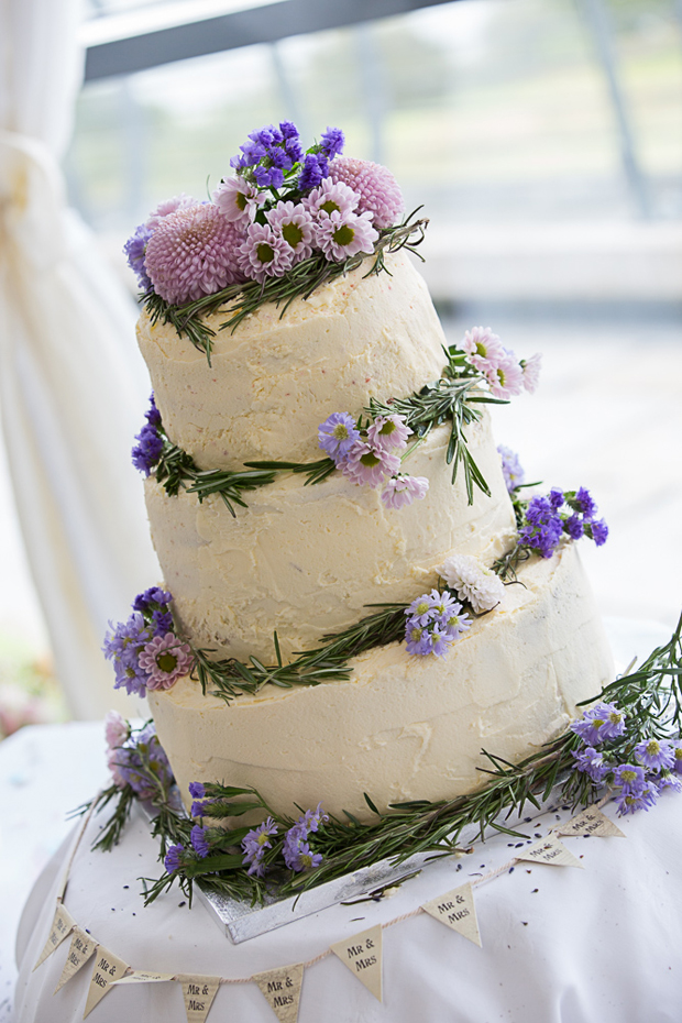 tara-john-wedding-white-wedding-cake-lilac-flowers