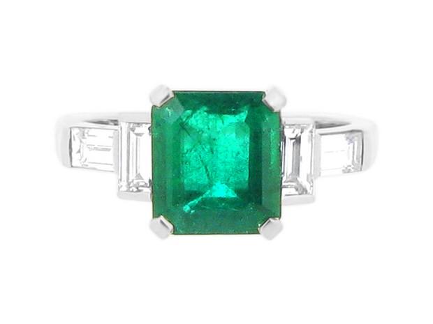 voltaire-diamonds-emerald-solitaire-baguettes