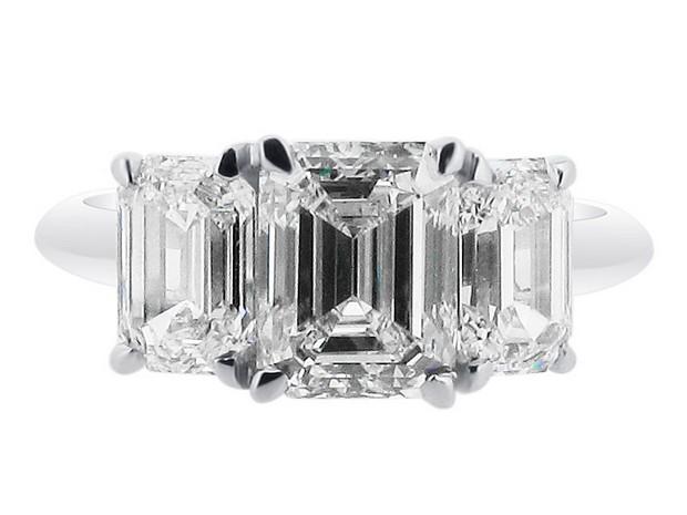 voltaire-emerald-3-stone