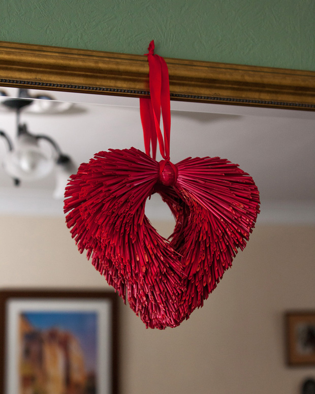 christmas-wedding-clontarf-castle-heart-decor