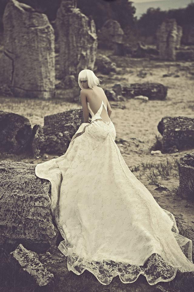 julia_kontogruni_2015_wedding_dress_low_back