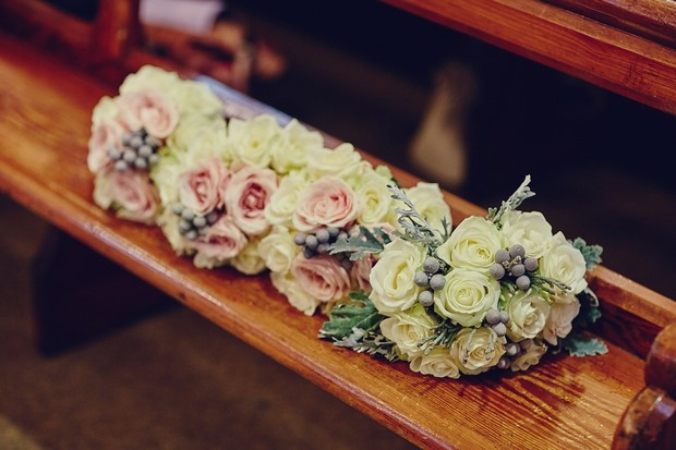35-silver-cream-winter-wedding-bouquets-berries