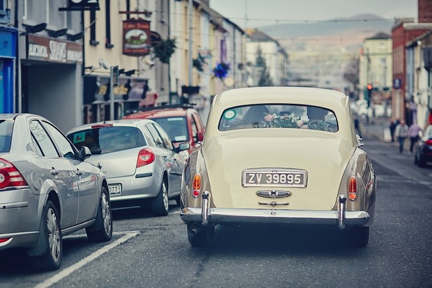 38-vintage-beige-wedding-car-ireland