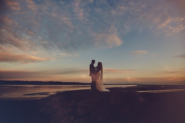 45-fine-art-wedding-photography-sunset-bride-groom