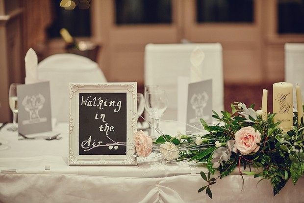 49-winter-wedding-theme-tables