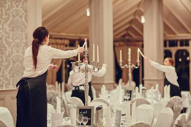 55-wedding-hotel-staff-lighting-candles