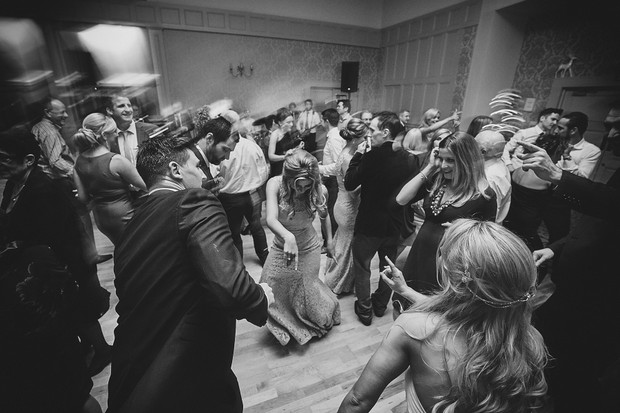 69-fun-wedding-guests-dancing