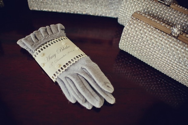 9-winter-wedding-ideas-personalised-gloves