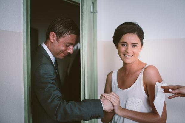 bride-getting-ready-german-real-wedding