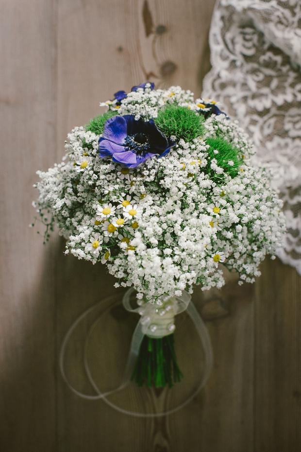 daisy-baby's-breath-bridal-bouquet