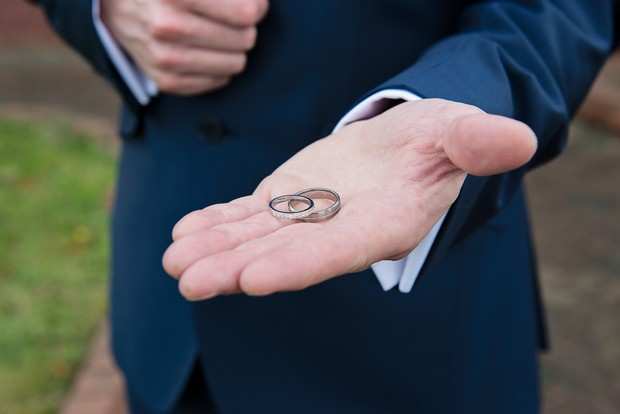 5-best-man-holding-wedding-rings