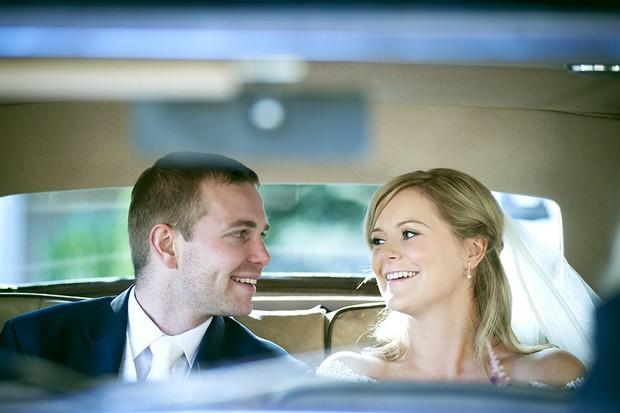 bride-and-groom-in-wedding-car