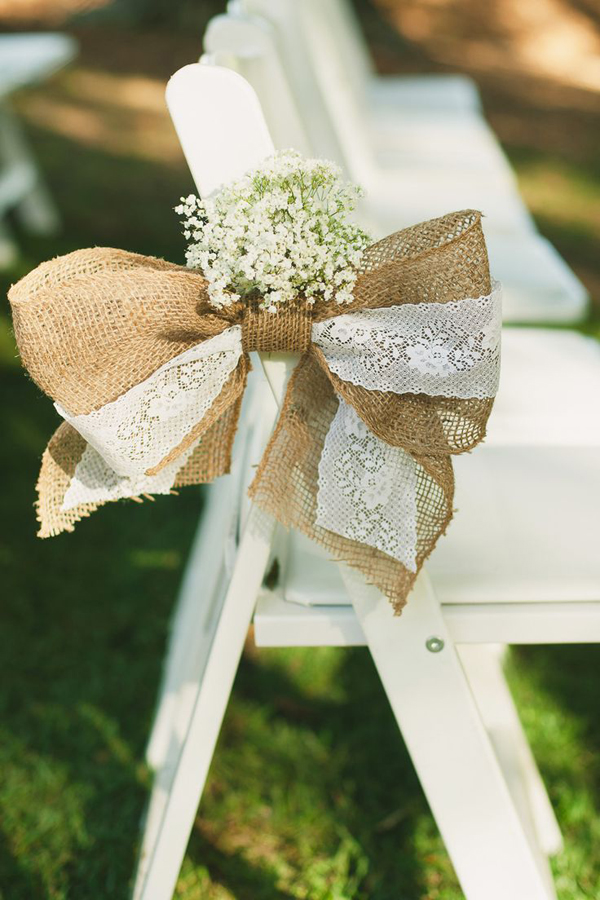 burlap-bow-baby's-breath-pew-ends