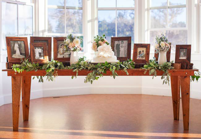 family-wedding-photo-table