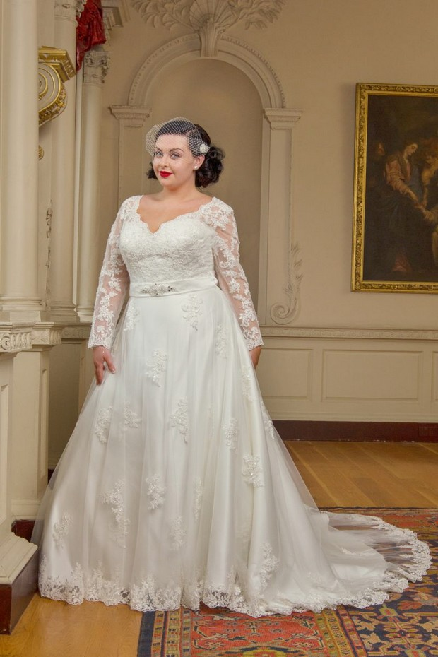Full Length Lace Plus Size Wedding Dress Beautiful