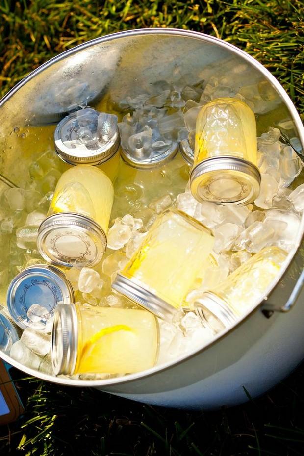 mason-jar-refreshing-drinks-post-ceremony