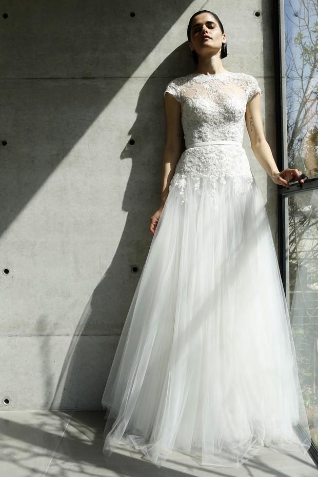 Colección Mira Zwillinger 2015 en weddingsonline.  Vestido de novia invierno de encaje con detalle de copo de nieve