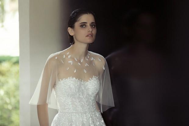 mira-zwillinger-vestido-de-novia-con-aplique-de-pétalos-CHARLIE-2