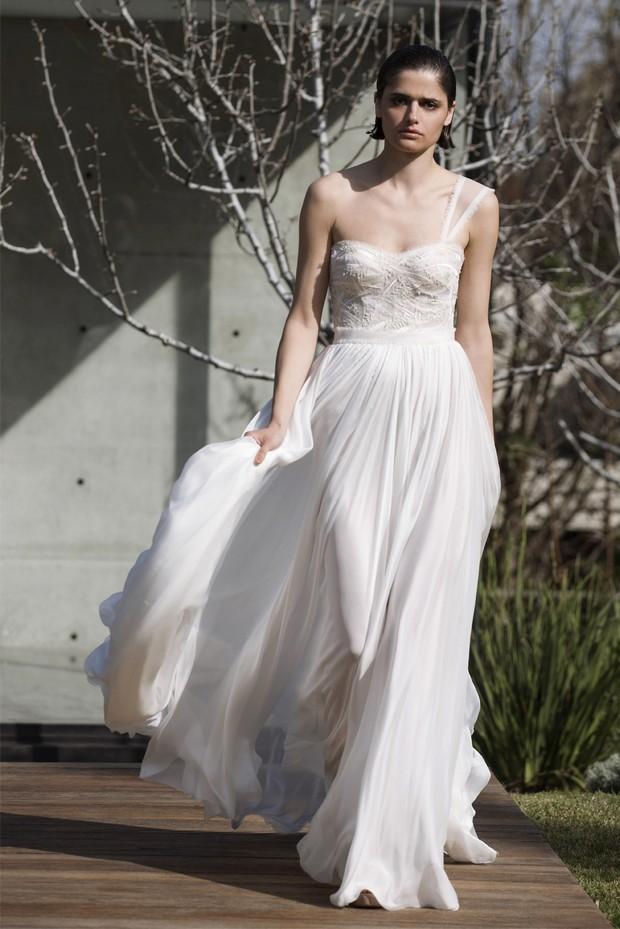 mira-zwllinger-vestido-de-novia-con-un-hombro-LENNY-11