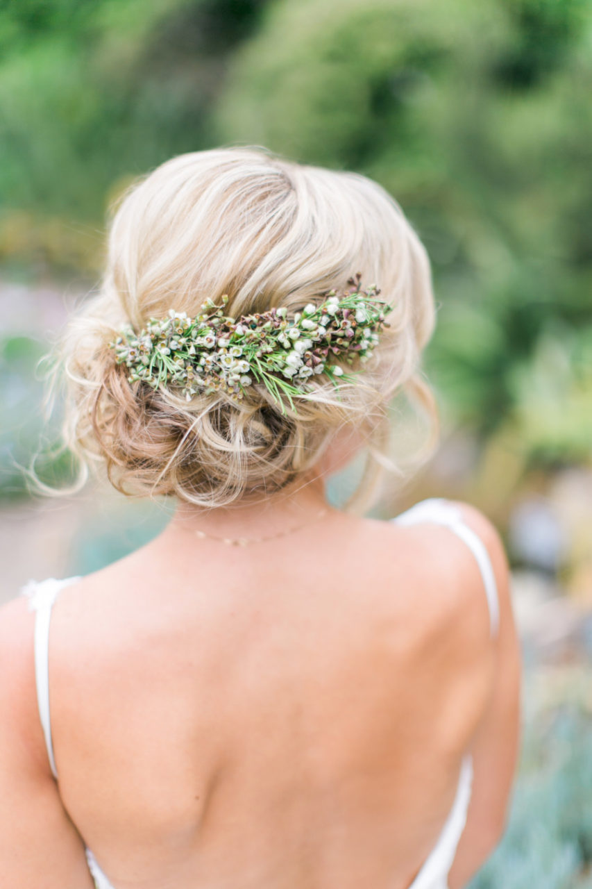 12 Fabulous Wedding Hair Accessories & Bridal Updos ...