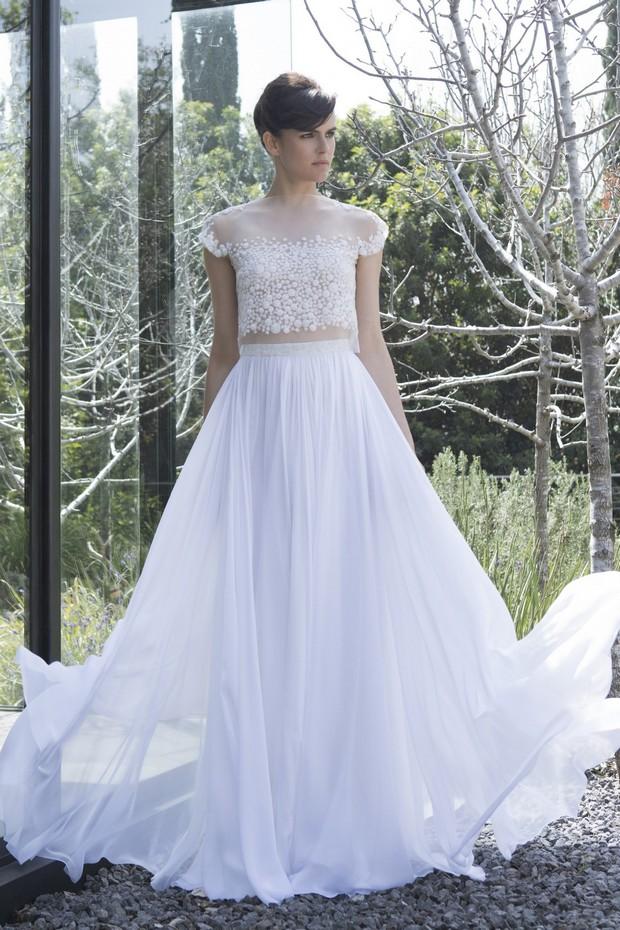 Colección Mira Zwillinger 2015 en weddingsonline.  Vestido de novia con top corto se separa