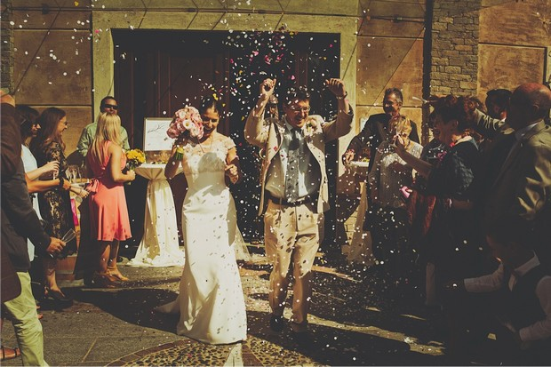 12_bride_groom_throwing_confetti_photo
