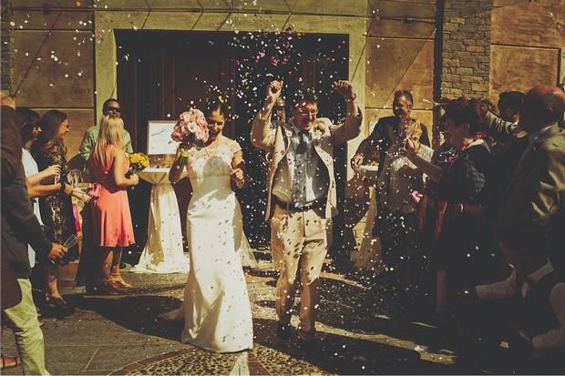 12_bride_groom_throwing_confetti_photo
