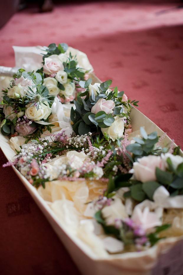 7_wild_flower_wedding_bouquets_on_Table