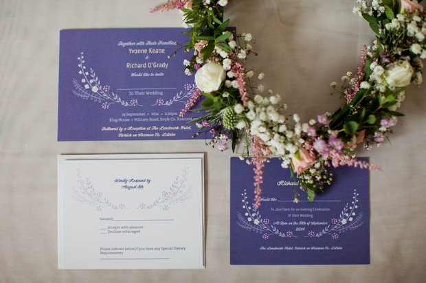 8_navy_floral_print_Wedding_invitations_wreath