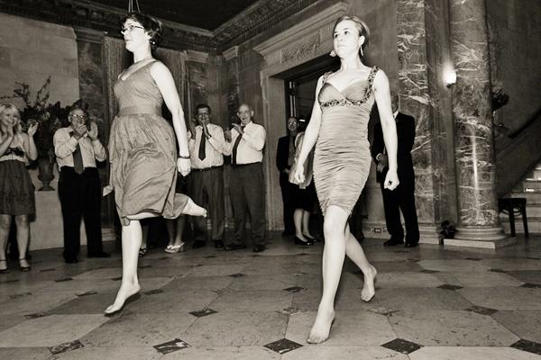 irish-dancing-wedding-guests_snippetandink