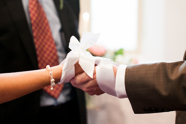 traditional_irish_handfasting_ceremony_ireland_white_ribbon